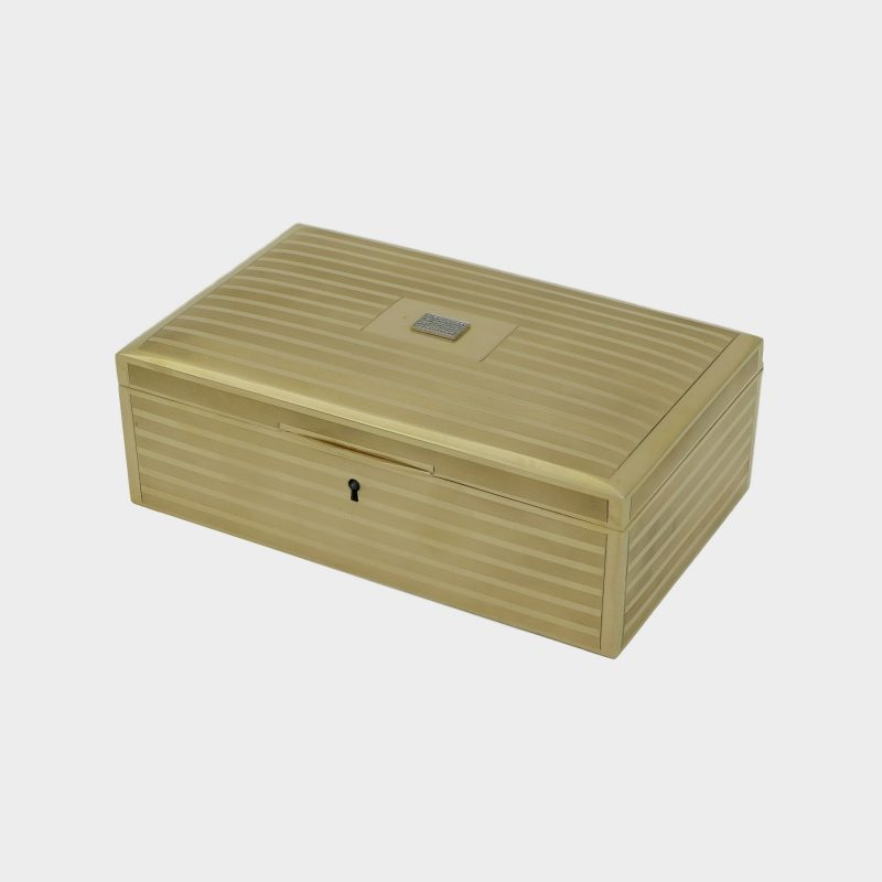 Tiffany gold jewelry box with alternating finely ribbed and polished gold bands, lid centered with rose-cut diamonds